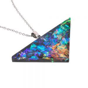 colier cu medalion pandantiv în formă de triunghi, albastru, verde și arămiu din rășină transparentă, bijuterie unicat