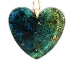 Pandantiv albastru-verde cu pigment auriu metalizat formă de inimă