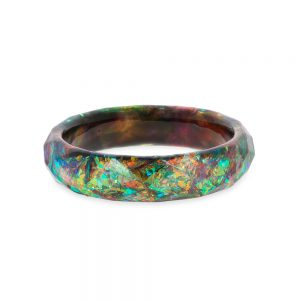 brățară bangle din rășină epoxidică cu aspect de cristal fațetat, bijuterie handmade unicat