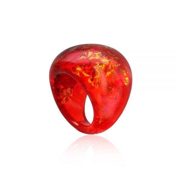 inel din rășină în nuanțe de roșu aprins, ardei roșu chlili, rubiniu, cu reflexii aurii
