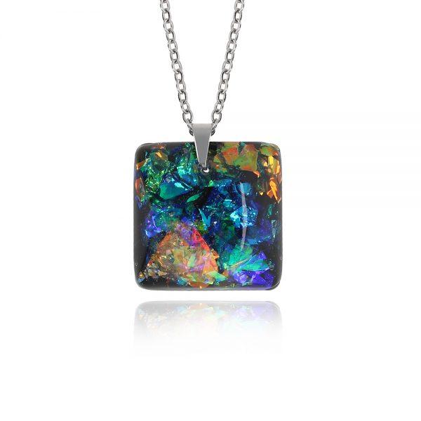 lanț cu pandantiv pătrat albastru agat, bijuterie multicoloră albastru agat cu verde smarald și reflexii arămii, bijuterie din rășină handmade, pandantiv din rășină