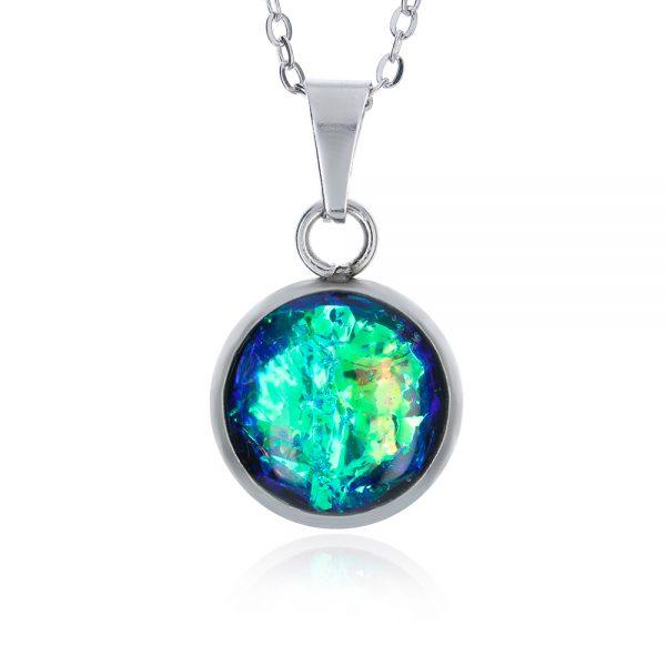 pandantiv mic verde crud turcoaz cu reflexii aurii pe lanț inox oțel chirurgical, bijuterie pandantiv din rășină handmade unicat pentru rochie verde