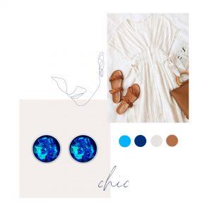 outfit chic de vara, rochie alba cu dungi verticale, sandale maro si geanta maro cercei albastru electric cercei stud pe ureche